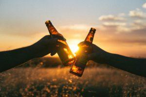 Öl i solnedgång kyld av minikyl